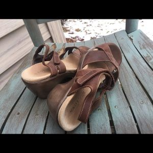 Women's Naot Brown Leather Strappy Sandals 7M/38